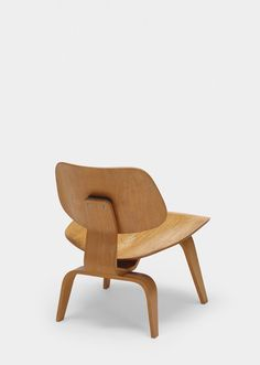 Charles and Ray Eames, early LCW, 1945 / 1947, Evans Products/Herman Miller | Wright20.com