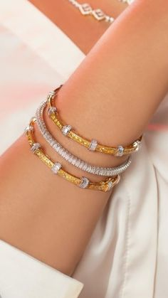 Designer Bangles, Gold Bangles Design, Diamond Bracelets, Bangle Bracelets, Stylish Jewelry, Fashion Jewelry, Blink Blink, Hand Jewelry, Jewellery Designs