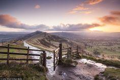 Photographer Julian Elliott captured this stunning scene at dawn on Mam Tor in the Peak District, Derbyshire What A Wonderful World, Beautiful World, Beautiful Places, Nature's Miracle, Peak District, Derbyshire, Buckingham Palace, Wonders Of The World, Britain