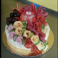 . Cheese Shop, Food Platters, Food Art, Cake Decorating, Sandwiches, Decorative Plates, Food And Drink, Appetizers, Birthday Cake