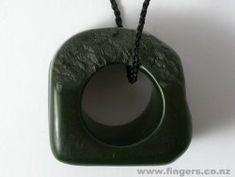 Contemporary New Zealand Jewellery by Warwick Freeman