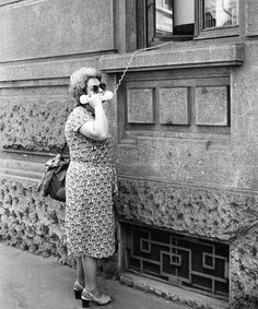 18 funny vintage photos show people's expectation before mobile phones telephone call, vintage telephone, Vintage Humor, Funny Vintage Photos, Images Vintage, Photo Vintage, Vintage Photographs, White Picture, Black White Photos, Black And White Photography, Old Pictures