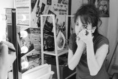 Celia se maquilla en el camerino. Fotografía: Mi Butaquita #teatro #sparadise Fictional Characters, Plays, Photos, Fantasy Characters