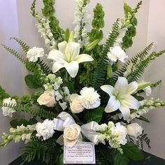#whitespray #whiteroses #whitelilies #whitecarnations #snapdragons