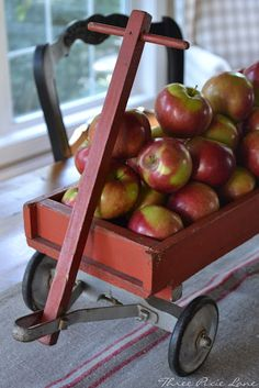 Three Pixie Lane: An Apple Pickin' Cart Centerpiece