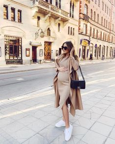 comfy-and-chic-outfit-idea-for-all-the-mamas-to-be-🤰-mama-fashion-pregnancy-outfit-mama-fashion-pregnancy-pregnancy-outfit-spring-pregnanc/ SULTANGAZI SEARCH Pregnancy Fashion Winter, Winter Maternity Outfits, Stylish Maternity, Pregnancy Outfits, Maternity Wear, Maternity Fashion, Outfit Chic, Casual Dress Outfits, Mom Outfits