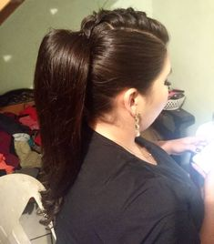 Muy buenas ideas de coletas con trensas, para rubias o morochas, con cabello corto o largo, tenemos muchas ideas para ti. Buenas Ideas, Blog, Fashion, Templates, New Hairstyles, Pig Tails, Blondes, Be Nice, Women