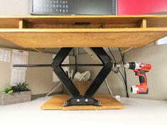 Standing Desk Riser - Maintain good posture helps burn calories at your desk. If your work involves long hours behind a desk Adjustable Standing Desk Converter, Adjustable Desktop, Adjustable Height Table, Diy Standing Desk, Desk Riser, Ikea, Sit Stand Desk, Simple Desk, Desk Storage