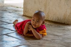 baby monks - Recherche Google Little People, Little Ones, Little Buddha, Buddhist Monk, World Photo, People Of The World, Good Vibes Only, World Cultures, Beautiful Children