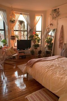 29 awesome college bedroom decor ideas and remodel 12 29 awesome college bedroom decor ideas and remodel 12 Cozy Apartment, Bedroom Apartment, Hippie Apartment Decor, Hippie House Decor, Hippie Bedroom Decor, Hippy Bedroom, Bohemian Bedroom Design, Vintage Apartment, Decor Room