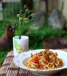 Is olive oil essential to a good pasta dish? (a recipe for pasta with bacon, tomatoes and pesto sauce)