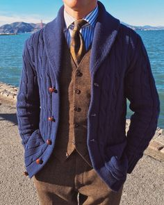 A bit too sharp and put together for my taste, I like a bit of carelessness and nonchalance in my wardrobe. Still, the pieces are great. Preppy Style, My Style, Classic Style, Mode Bcbg, British Style Men, Ivy League Style, Tweed Run, Gentlemen Wear, Elegant Man