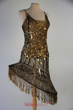 Fablefactory's Kostuum van de Week: Showjurkje met pailletten en hoepel voor Roaring Twenties party of fotoshoot #kostuumverhuur