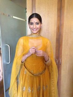 Sonam and Dhanush promote Raanjhanaa in Lucknow | PINKVILLA