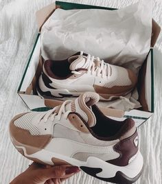 Cute Sneakers, Shoes Sneakers, Colorful Sneakers, Sneakers Mode, Trendy Shoes, Casual Shoes, Sneakers Fashion, Fashion Shoes, High Fashion