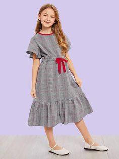 To find out about the Girls Ruffle Hem Drawstring Waist Dress at SHEIN, part of our latest Girls Dresses ready to shop online today! Girls Fashion Clothes, Kids Fashion, Fashion Dresses, Frock Design, Little Girl Dresses, Girls Dresses, Houndstooth Dress, Kind Mode, Baby Dress