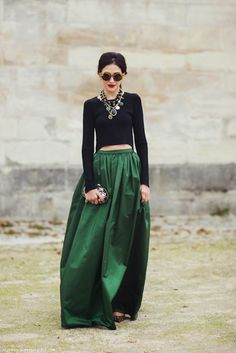 statement skirt + statement jewelry // gorgeous look Looks Style, Looks Cool, My Style, Green Style, Black Style, Gypsy Style, Party Fashion, Look Fashion, Womens Fashion