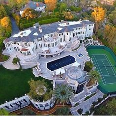 Mansions homes Dream house mansions Rich people lifestyle Mansions luxury Modern mansions House goals Mega Mansions, Mansions Homes, Luxury Mansions, Celebrity Mansions, Celebrity Houses, Dream Mansion, White Mansion, Mansion Bedroom, Luxury Homes Dream Houses
