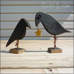 Items similar to Set of 2 primitive country rustic crows on Etsy Primitive Wood Crafts, Wooden Crafts, Primitive Country, Primitive Signs, Primitive Homes, Primitive Kitchen, Primitive Antiques, Country Crafts, Country Decor