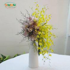 Orchid Flower Arrangements, Flower Vases, Flower Art, Ikebana, Amazing Flowers, Fresh Flowers, Orchids, Hobbies, Symbols