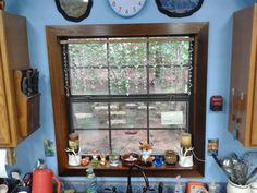 Get beautiful privacy—without closing your blinds Updated Kitchen, Kitchen Updates, Kitchen Ideas, Interior Windows, Shabby Chic Kitchen, Window Frames, Creative Crafts, Suncatchers, Window Treatments