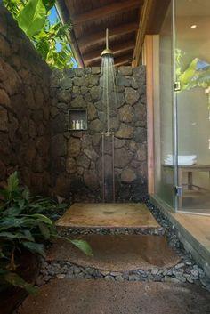 Indoor Outdoor Bathroom, Outdoor Baths, Indoor Outdoor Living, Outdoor Rooms, Dream Home Design, My Dream Home, Modern House Design, Outside Showers, Outdoor Showers