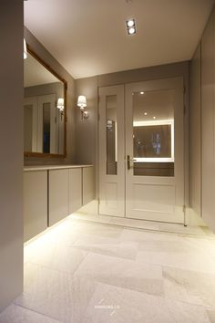 Design interior hall home 30 Ideas for 2019 Modern Exterior Doors, Double Doors Interior, Interior And Exterior, Interior Design, Exterior Paint, Green House Color, Brick House Designs, French Doors Bedroom, Bungalow Renovation