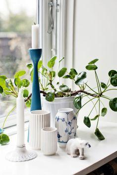 My window: Royal Copenhagen & Lyngby vases Royal Copenhagen, Scandinavian Home, Scandinavian Christmas, Nordic Design, Classic House, White Decor, Danish Design, Home Staging, Home Living Room