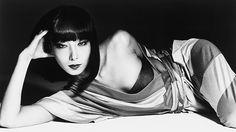 山口小夜子 「三宅一生『馬の手網』を着た小夜子」 撮影:横須賀功光 1975年