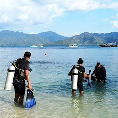 Time for these guys to do their Discover Scuba Diving #7seasdivegili #giliair #lombok #bali #indonesia #diving #scubadiving #padi…