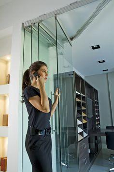 Sistemas Segmenta en Vidrio, ideales para divisiones de ambiente en oficinas… Door Design, Wall Design, House Design, Architecture Details, Interior Architecture, Loft Style Homes, Slider Door, Moving Walls, Movable Walls
