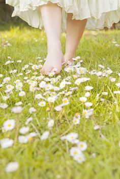 barefoot in the daisies.we need to have a picnic in a random field sometime.and make daisy headbands. i can just imagine a fragrant scent arising, the feeling of the grass on my feet, wearing an airy, white dress. Spring Time, Summer Time, Summer Dream, Walking Barefoot, Going Barefoot, Beltane, Spring Has Sprung, Simple Pleasures, Country Girls
