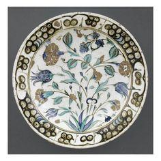 Plat à décor de bouquet jaillissant - Musée national de la Renaissance (Ecouen)