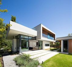 Chancellor Residence by Frits de Vries Architect | HomeAdore