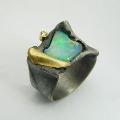 Lluís Comín Anell plata or opal i diamant talla brillant.