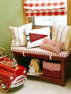 e417a1f445d KidsRoomsSum05_McCaugheyCampRoom_Detail of window seat fire engine Θέσεις  Στο Παράθυρο, Κοινά Δωμάτια, Παιδικό Δωμάτιο
