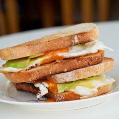 Best-Ever Breakfast Egg Sandwich with Avocado & Cheddar   #glutenfree #vegetarian