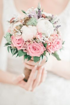 Fantactic wedding bouquet in pastel colors Fine Art Wedding Photography, Pastel Colors, Wedding Bouquets, Floral Design, Wedding Photos, Floral Wreath, Inspiration, Flowers, Weddings