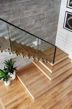 Escada morderna , precisa de Profissionais para reforma ou construção? Bico Certo é a solução :) #construcao #escada #obra #reforma #casa #escadamoderna #antesedepois