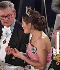 Prix Nobel, 10 December, Royal Tiaras, Tiara Hairstyles, Swedish Royals, Nobel Prize, Alice, Royalty, Victoria