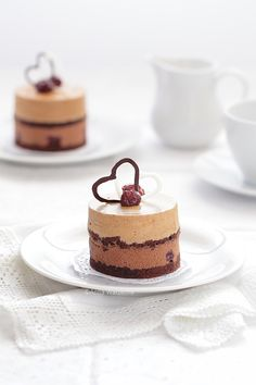 Chocolate and coffee patisserie with cherries Polish Recipes, Cafe Food, Piece Of Cakes, Sweets Recipes, Mini Cakes, Food Plating, No Bake Cake, Cake Decorating, Bakery