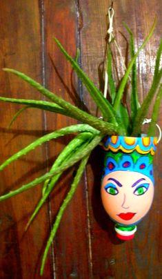 Best 9 Vasos Criativos com Garrafas PET SkillOfKing Com is part of Plastic bottle crafts - Plastic Bottle Planter, Plastic Jugs, Reuse Plastic Bottles, Plastic Bottle Crafts, Recycled Bottles, Recycled Crafts, Flower Pot Crafts, Flower Pots, Garden Crafts