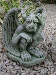 Steinfigur Gargoyle - Mystische Gartendeko aus Stein