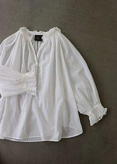 화이트 프릴 코튼 블라우스 Vintage Shirts, Vintage Outfits, Vintage Fashion, Basic Outfits, Cute Outfits, Cute Fashion, Fashion Outfits, Quoi Porter, Fashion Forecasting