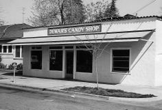 Dewar's Candy Shop on Eye Street - Bakersfield, California 1930 #dewarscandyshop