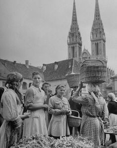 Peasant Women selling on Zagreb market Dolac, Visit Croatia, Zagreb Croatia, Medieval Town, Beach Holiday, Old Postcards, Bosnia, Dubrovnik, Macedonia, Eastern Europe