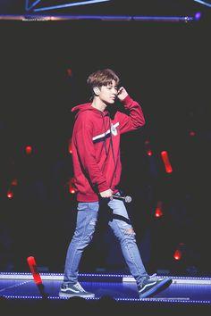 I'm loving him and this quality Yg Ikon, Chanwoo Ikon, Kim Hanbin, Yg Entertainment, Ikon Songs, Name Songs, Ikon Debut, Song Of The Year, Asian Boys
