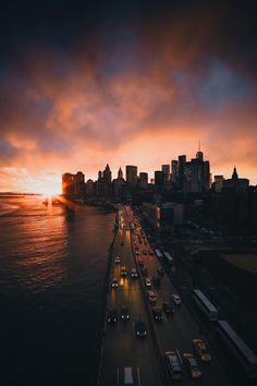 New York by Raylivez - The Best Photos and Videos of New York City including the Statue of Liberty, Brooklyn Bridge, Central Park, Empire State Building, Chrysler Building and other popular New York places and attractions.