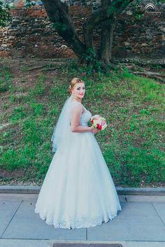 Girls Dresses, Flower Girl Dresses, Nasa, Wedding Dresses, Flowers, Fashion, Dresses Of Girls, Bride Dresses, Moda