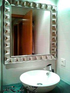 Espejo enmarcado para baño Bathroom Lighting, Mirror, Furniture, Home Decor, Framing A Mirror, Locker Mirror, Decorative Mirrors, Architecture, Bathroom Light Fittings